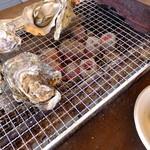 かき小屋本舗 - 広島産牡蠣三昧