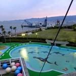 かき小屋本舗 - テラス席からリゾ鳴尾浜のプール施設を見れます!