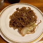 酒処・串焼・秋元 - お通しの焼きそば
