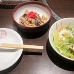 かしき屋福茂千 - 本日のおばんざいとサラダはランチにセットされています