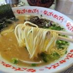 なんでんかんでん - 2014年5月10日(土) ラーメン(粉落とし)600円 粉落とし麺リフト