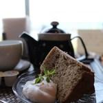 珈琲店 蒼 - ほうじ茶のシフォンケーキ