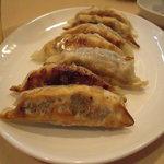 ラーメン厨房 シルクロード - 焼餃子。