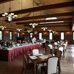 レストラン シャンモリ - 広々とした店内は130席ございます。