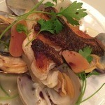 アンブレイス - 淡路産真鯛のセモリナ粉焼き、浅利と助宗鱈のカラスミ添え