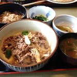 戸隠庵 - 料理写真:本日のおすすめ定食  牛丼とそば¥700