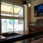 バルーチョ - (2014/4月ランチ)入って左側のテーブル席