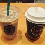 タリーズコーヒー - 料理写真:左:カフェラテ 右:マカダミアハニーミルクラテ☆