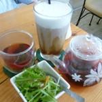 LUANA - ドリンクとモーニングセットのサラダ