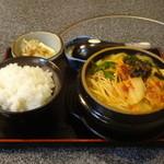 釜揚げうどん 花園 - 料理写真:ぶたチゲ定食880円