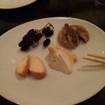 ヴァン・ソヴァージュ - チーズ盛り合わせ、この日はウォッシュトを2種類。