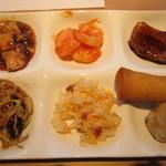 空桜 - 中華系 麻婆豆腐、エビのチリソース煮、豚の角煮、焼きそば、チャーハン、春巻き、焼売