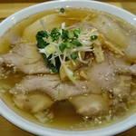 まるやす麺店 - 肉中華880円