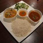 メロスト - ランチ2種セット(左から野菜、ダルスープ、ラム)