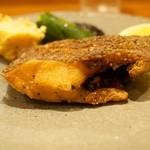 わらじや - 分厚いカレイ、激ウマ、食べごたえあり。ポテサラの付け合わせも美味しい。
