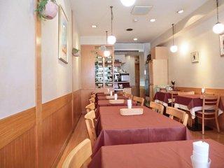 花咲き山 - 店内のテーブル席の風景です