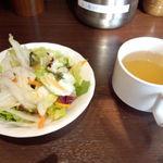 27157955 - セットのサラダとスープ