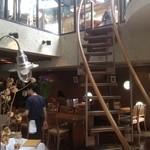 Resutoranyamanekoken - 4階に続く店内の階段