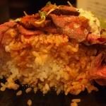 レッドロック - ローストビーフ丼 大を半分食べた状態・・・下の方はタレでダクダク(^^;