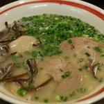 博多ラーメン 大晏 - 博多らーめん600円+煮玉子100円(丸々1個食べ応えあり)
