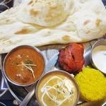 インド料理 マナカマナ - 【New!】マトン(左)とエビカレー