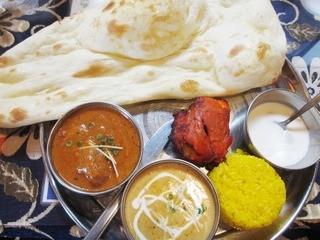 インド料理 マナカマナ 立川南口店 - 【New!】マトン(左)とエビカレー