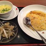 27167829 - 料理長セット、1490円税込、チャーハンとスープ(これに小龍包が5個、ミルク杏仁豆腐付き)