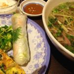 KHANHのベトナムキッチンNAMBA 999 - 牛しゃぶ肉のフォーセット