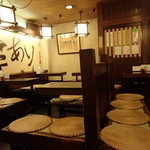 Inakasobamiyuki - 古風な店内