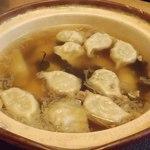 同福堂 - 持帰りの生餃子(冷凍);スープで仕立てました (^^) @2014/05/11