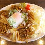 みっちゃんの店 - 料理写真:岩倉やきそば(¥650)。赤味噌がこってり絡む、これは白飯が欲しくなる