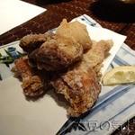 27175042 - 番屋秘伝鶏の唐揚げ(二種盛り)(¥700)