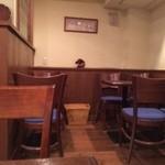 珈琲 散歩 - 店の奥のテーブル席