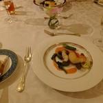 エスカーレ - 白甘鯛のポワレ 甲殻類のソース スピナッチニョッキのバターソテー添え 又は