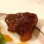 エスカーレ - 牛頬肉の赤ワイン煮込み ベルペッパーのピラフ添え