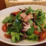 キッチン ノム - 青野菜とベーコンのサラダ