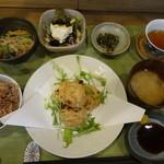 びお亭 - 豆腐と納豆の揚げ団子定食(おまかせ定食)