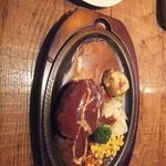 あ・かうはーど - デミグラスソースハンバーグ(200g・1,450円)