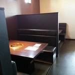 牛すけ - テーブル席