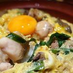 はながこい - ニラレバ親子丼(大盛無料) 950円