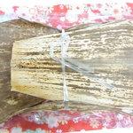 牛長本店 - 昔ながらの竹皮の包み 殺菌力と保水性があるそう☆♪