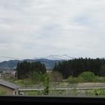 ラ フォンテ - 窓の向こうには八甲田山が望めます