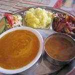 LUMBINI CURRY HOUSE - ネパールセット、2種類のダル(豆カレー)