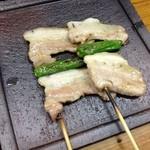 やきとり 清元 本店 - 豚バラアミ焼き。脂のノリがたまりませんよ!