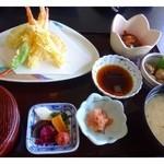 すし幸 - 「天ぷら」「小鉢2品(この日は「地鶏焼き」と「酢豚」」「明太子」「ご飯」「おみそ汁」のセットです。