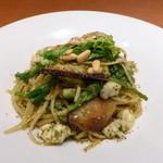 アユート  - ふぐと地野菜のバジリコペースト和えリングイネ(1500円)