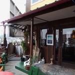 おきなわんcafeちゅらかーぎ - お店の入口(表側)