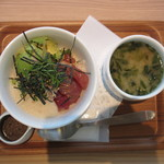nanas green tea - 鮪とアボカドのとろろ丼(スモール) 850円