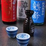 つむぎや テッパンヤキ - お料理に合わせた日本酒も各種取り揃えております。
