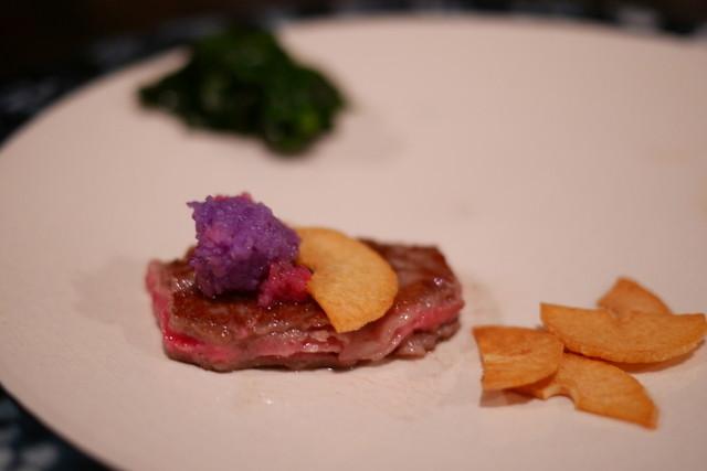 カハラ - 牛、一枚は紫の辛み大根で。